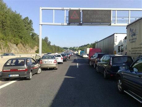 Nehoda pěti aut na 17. kilometru dálnice D1 ve směru na Prahu