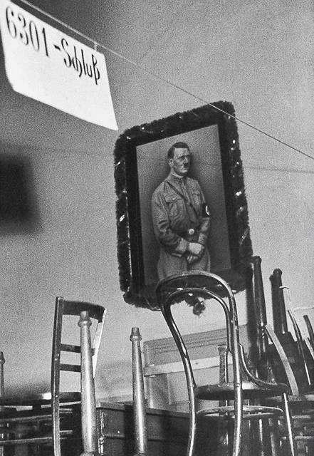 Ze souboru Abeceda duševního prázdna - Schluss. Gestapo vůbec nenapadlo, proč to fotím.