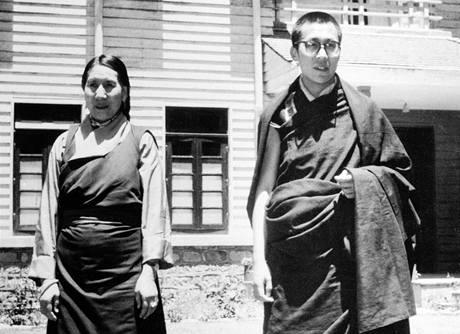 14. tibetský dalajláma Tändzin Gjamccho při setkání se svojí matkou.