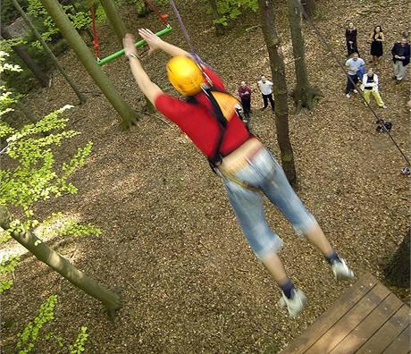 Tarzaní skok – park vysokých lan ve Zvánovicích.