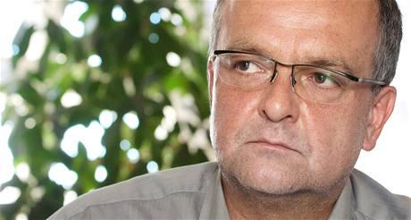 Ministr financí a místopředseda TOP 09 Miroslav Kalousek při rozhovoru pro iDNES.cz. (8. července 2010)
