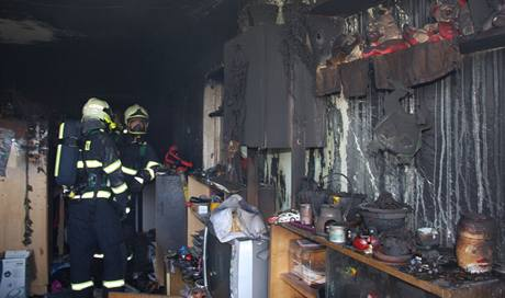 Hasiči se potýkali s požárem bytového domu na největším zlínském sídlišti Jižní Svahy