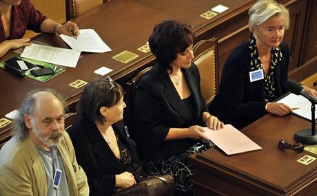 Kandidáti na ombudsmana před neúspěšnou volbou - John Bok, Anna Šabatová, Eva Dundáčková a Iva Brožová.
