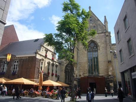 Exteriér kostela - dnešního knihkupectví