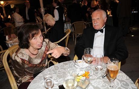 Úvodní večer filmových Varů si nenechal ujít ani prezident Václav Klaus s manželkou Livií