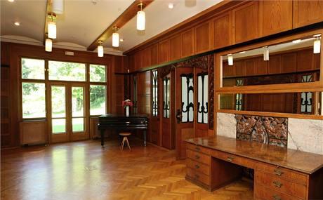 V roce 1951 komunisté vilu přebudovali na dům pionýrů a mládeže. Ovládli ji mladí chemici, modeláři a rybáři