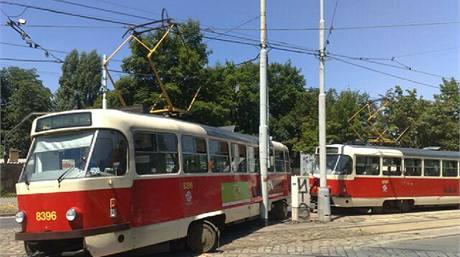 Tramvaj, která vykolejila v Podolí a zablokovala oba směry (9. 7. 2010)