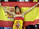 ŠPANĚLSKO. Fanynka podporuje fotbalisty Španělska během semifinále mistrovství světa.