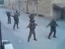 Tančící izraelští vojáci.