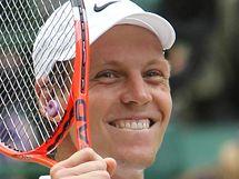 Tomáš Berdych slaví postup do finále tenisového Wimbledonu