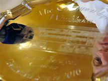 Berdychův stříbrný talíř určený poraženému finalistovi wimbledonské dvouhry