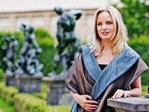 Poslankyně Kateřina Klasnová v modelech Išky Fišárkové