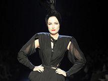 Tanečnice Dita Von Teese na přehlídce Jean Paula Gaultiera