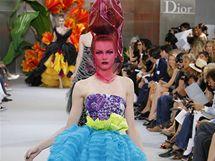 John Galliano ve své nejnovější haute couture kolekci oživil slavnou siluetu tulipánu.
