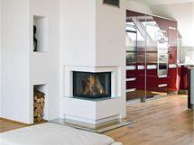 Krb symbolicky odděluje kuchyni a obývací pokoj