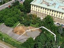 Při ražbě tunelu Blanka se u ministerstva kultury na Praze 6 propadla část zeminy