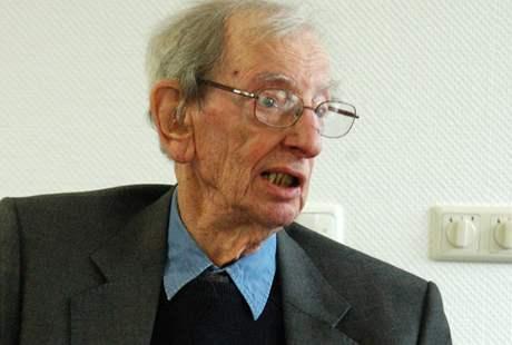 Britský historik Eric John Ernest Hobsbawm (narozen je 9. června 1917)