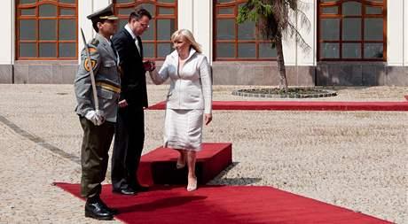 V Bratislavě se setkal český premiér Petr Nečas s šéfkou slovenské vlády Ivetou Radičovou (19. července 2010)