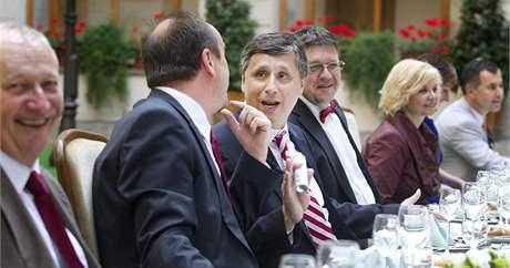 Slavnostní večeře končící úřednické vlády. (12. července 2010)