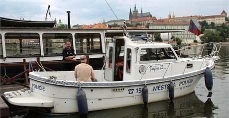 Člun poříční hlídky městské policie