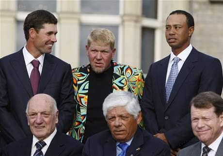 Vítězové British Open. Horní řada zleva Padraig Harrington, John Daly, Tiger Woods, v dolní řadě Roberto de Vicenzo, Lee Trevino a Tom Watson