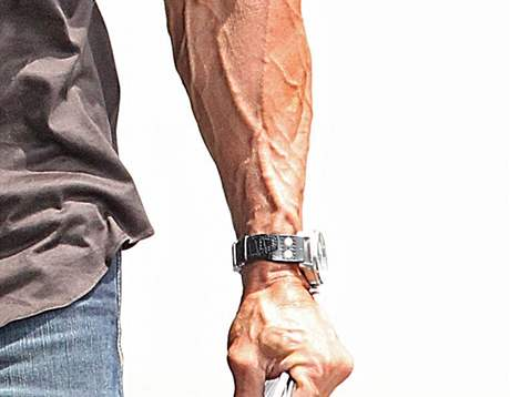 Sylvester Stallone má vystouplé žíly na rukou