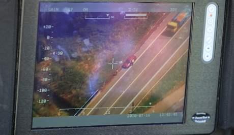 Velká policejní akce - policisté kontrolovali řidiče na silnici z Brna do Svitav, do akce se zapojil i policejní vrtulník.