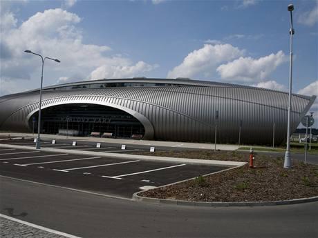 Modernizace letiště KV - i nová hala karlovarského letiště vznikla díky podpoře z ROP Severozápad