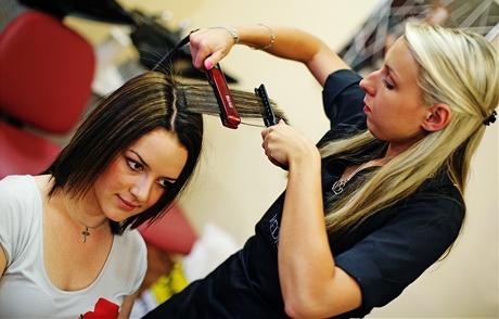 Proměna čtenářky Petry - rovnání vlasů