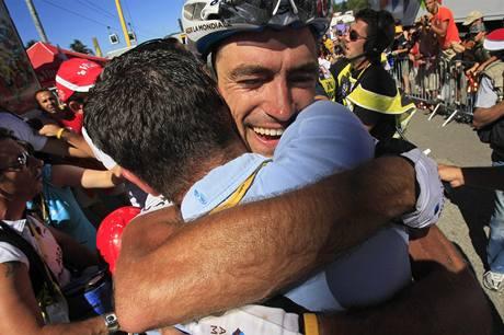 Francouzský cyklista Christophe Riblon se v cíli raduje z vítězství ve čtrnácté etapě Tour de France.