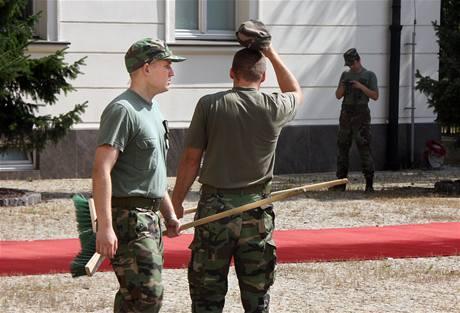 Přípravy na návštěvu premiéra Petra Nečase na Slovensku. (19. července 2010)