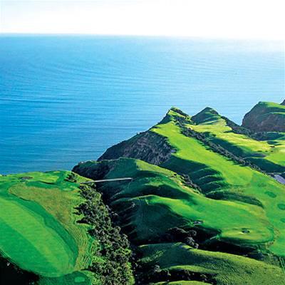 Golfové hřiště Cape Kidnappers na Novém Zélandu.