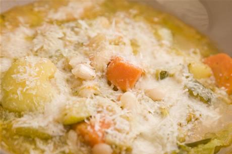 Minestrone. Poctivá, domácí, italská zeleninová polévka