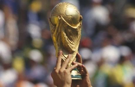 Pohár pro fotbalového mistra světa. Polaskají ho Španělé, nebo Nizozemci?