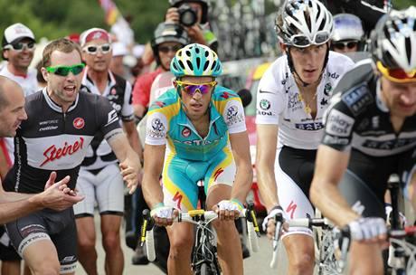 Alberto Contador (vlevo) a Andy Schleck v 9. etapě Tour de France.
