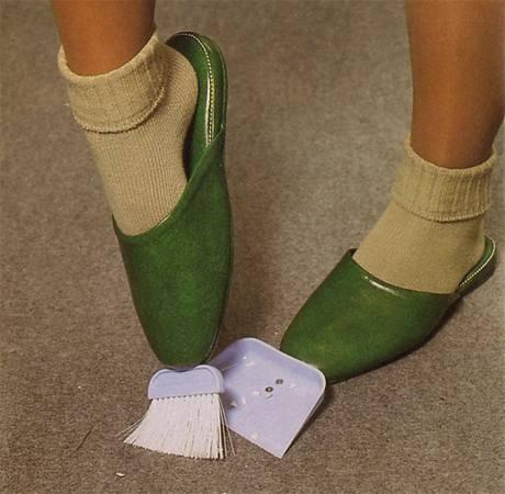 Smeták a lopatka na pantoflích
