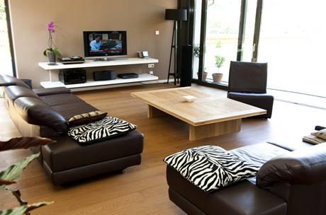 Dřevěná podlaha je chráněna proti oděru silnou vrstvou matného laku