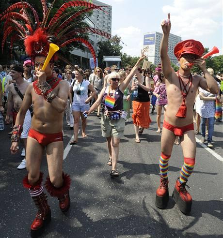 Pochodu gayů a leseb se ve Varšavě zúčastnily tisíce lidí (17. července 2010)