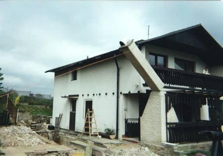 Původní terasa byla vytvořena prodloužením lodžie v přední části domu