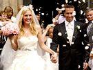 Tenisoví novomanželé Nicole Vaidišová a Radek Štěpánek právě vycházejí z chrámu svatého Víta
