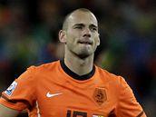 Zklaman� nizozemsk� z�lo�n�k Wesley Sneijder po skon�en� fin�lov�ho z�pasu se �pan�lskem.