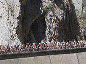 TOUR 2010. První ze čtyř pyrenejských etap zavedla včera cyklisty do Ax 3 Domaines. Etapu vyhrál Christophe Riblon.