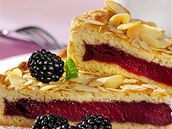 Ostružinové koláč s mandlemi
