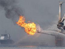 Těžaři spalují ropu v Mexickém zálivu