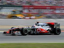 Jenson Button na trati Velké ceny Británie.