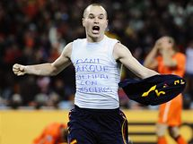 FINÁLOVÝ HRDINA. Andrés Iniesta se raduje z branky, kterou vystřelil Španělům titul mistrů světa.