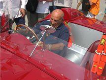 Legendární Sir Stirling Moss v kokpitu Maserati 450S