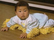 Zameťte si před vlastním prahem, použijte k tomu své vlastní dítě