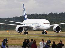 Dreamliner od Boeingu přistál v Anglii na první zahraniční cestě. (18. čevence 2010)