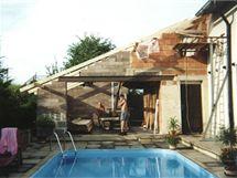 Stavba terasy v roce 2002 probíhala svépomocí